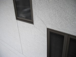 外壁ひび割れビフォー