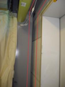 エレベーター脇の隙間
