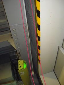 エレベーター上H鋼と壁の境の隙間