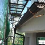 雨樋の水勾配見直し、腐食した樋持ち金物の交換