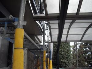 車庫の屋根の一部を一時撤去保管