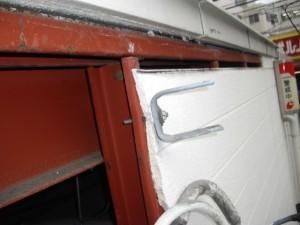 電線による外壁の損傷