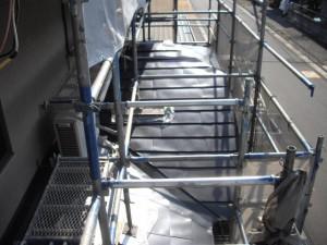 フッ素鋼板屋根葺き替え工事中