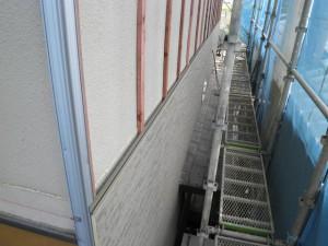 地震に強い金属外壁施工中