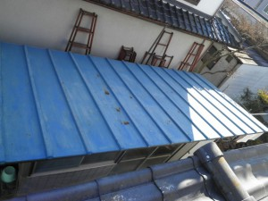 物置トタン屋根