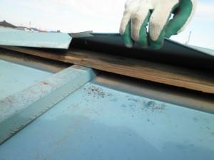 屋根が剥がれる
