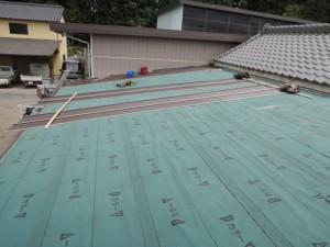 農家の納屋、屋根工事