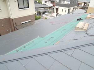 ガルバリウム鋼板屋根へのカバー葺き替え
