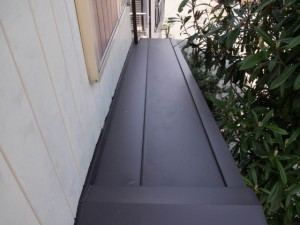 狭い部分の屋根葺き替え