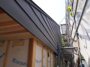 屋根板の外壁張り