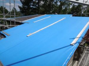 ビフォー強風被害を受けた屋根