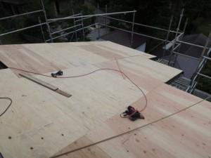 新しい野地板の作成工事
