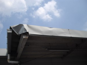 スーパーマーケットの屋根修理工事(保険修理)