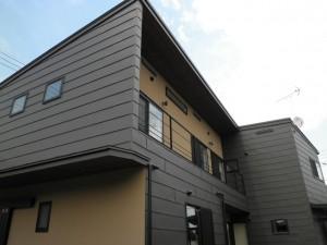 平葺き金属外壁の家。『技』