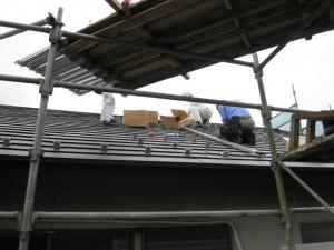 屋根に穴を空けないソーラーパネル取り付け金具