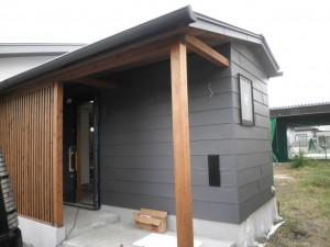 平葺き金属外壁の家-2
