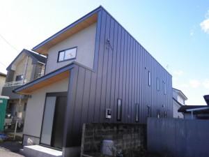 金属外壁縦平葺きの家-続編