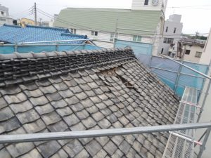 大谷石蔵瓦屋根のずれ