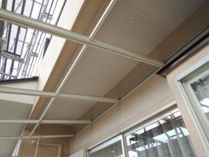 屋根を一時撤去して塗装